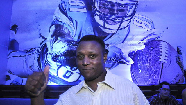 a biography of the life and sports career of barry sanders